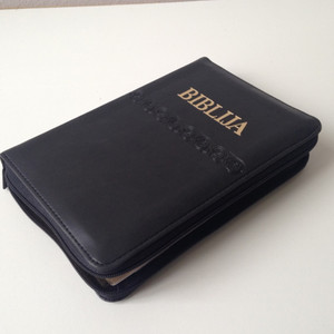 Croatian Midsize Bible - Black Leather Bound, Golden Edges with Zipper / BIBLIJA Sveto Pismo Staroga I Novoga Zavjeta