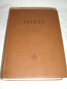 Brown Leather Hungarian Catholic Large Bible with Book Introductions, Study Notes and Color Maps / Nagycsaladi Biblia