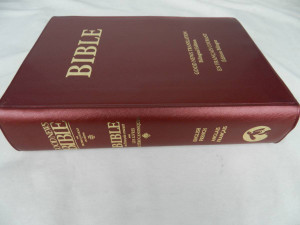 French–English Bilingual Catholic Bible with Deuterocanonical Books / avec les livres deuterocanoniques