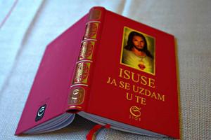 Isuse, ja se uzdam u te - Katolički molitvenik / Croatian Catholic Prayer Book / Palm-Sized Red Hardcover with a Portrait of Jesus, Gold Gilding and 1 Bookmark