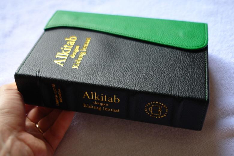 Indonesia Bible with Hymnal 064TI / Luxury Green Black Leather