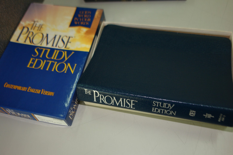 The Promise: Contemporary English Version, Blue Bonded Leather, Study Edition 3595 B