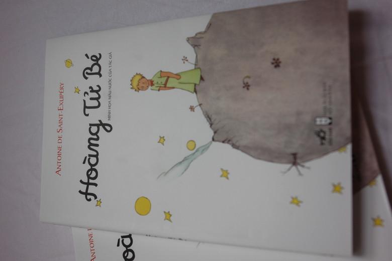 The Little Prince Vietnamese Edition / Hoang Tu Be / Minh Hoa Mali Nuoc Cua Tac Gia / Trac Phong djch va gioi thieu / Le Petit Prince