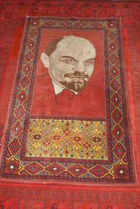 LENIN Carpet from the Soviet Union / Midsize Rug 136 X 80 CM with the portrait of Vladimir Ilich Lenin / Sovjet made rug Collector's item CCCP / U.S.S.R.