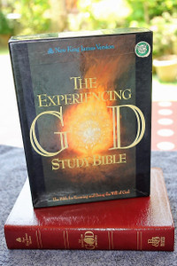 The Experiencing God Study Bible NKJV / New King James Version / Burgundy Leather Bound, Gold Edges / September 1, 1994 by Henry T. Blackaby, Claude V. King / The Bible for knowing and doing the will of God