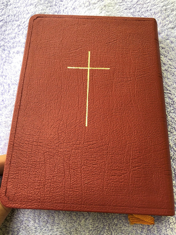 Arabic Bible with Gold Cross 057 TI / Wine-Red Leather Binding, Golden Edges With Thumb Index (ArabicLuxuryBible)