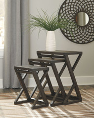 Cairnburg Brown Accent Table (Set of 3)