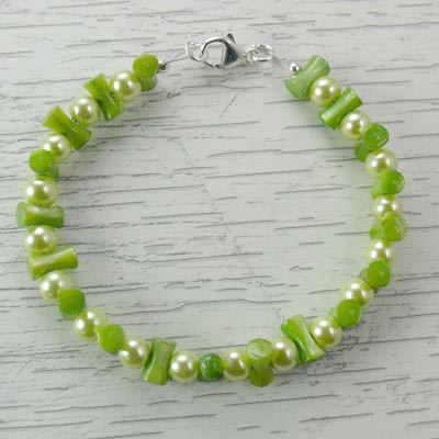 Light Green Bamboo/Glass Pearls Stretch Bracelet