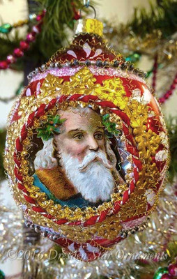 Elegant Santas Framed in 2-Sided Red Mid-Century Oval Indent Gilded in Gold Trim