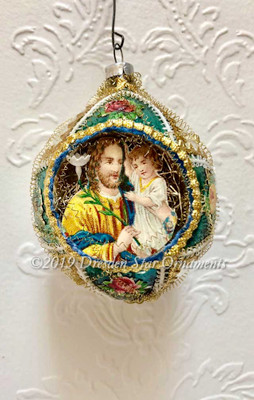 Jesus With Child in Oval Green-and-White Indent Ornament with Roses and Tatted Picot Lace