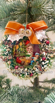 Beautiful Mid-Sized Midcentury Bottlebrush Wreath Showcasing Victorian Santa Postcard