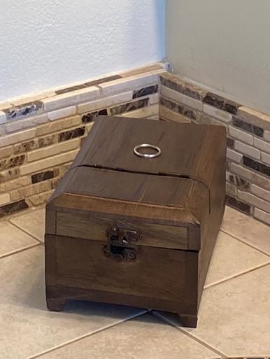 Authentic Models HA030 Barber Box