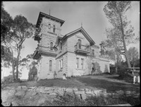 'Warringah Lodge', 6 Lodge Road, North Cremorne with Macpherson family members seated on lawn.