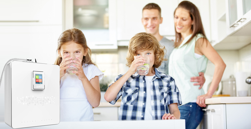 family-drinking-water-tyent.jpg
