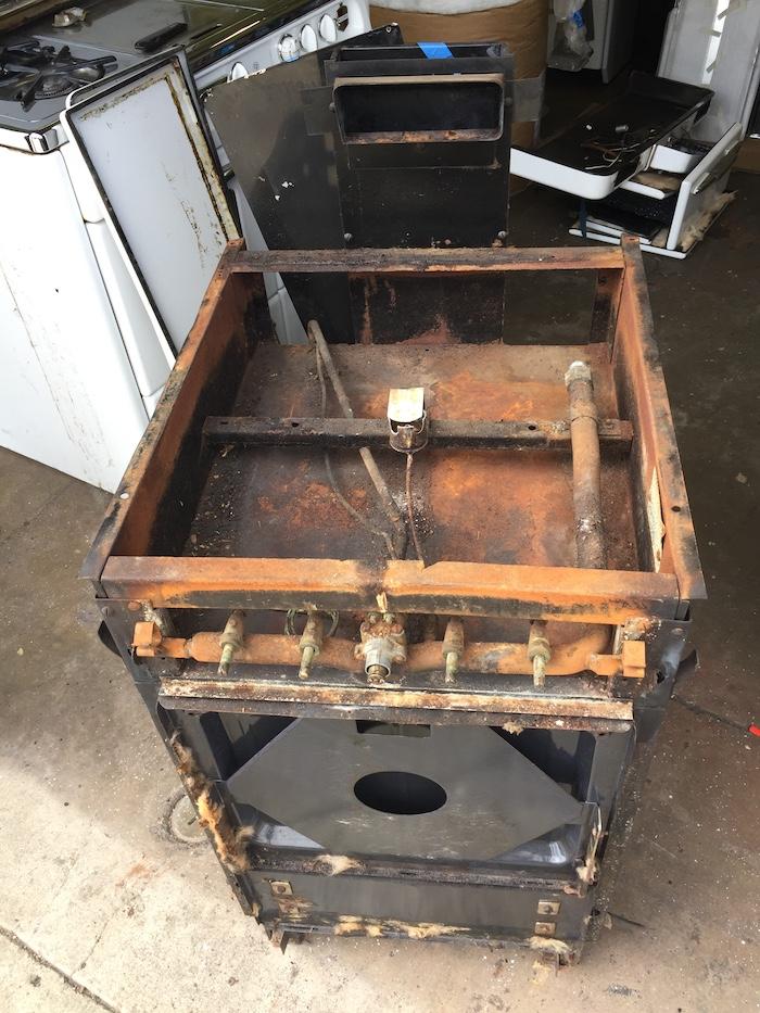 apt-stove-before.jpg