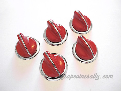 """5 Classic Vintage RED O'Keefe & Merritt Gas Stove Control Knobs with NEW CHROMED Bezel Rings. Please note, this set features the bezel rings that are smooth WITHOUT the """"On-Off"""" lettering. These knobs fits the vintage 1940's-1950's O'Keefe & Merritt gas stoves. There are no cracks, chips in the plastic/bakelite, all rear """"D's"""" are in very good shape. All knobs have a brilliant shine. These are all stunning - extremely rare.  THIS SET INCLUDES: 5 - O'Keefe & Merritt Vintage Red Stove Burner Control Knobs with New Chromed Bezels Rings  O'Keefe & Merritt vintage red & black 15"""" & 12"""" handles are also available, see 'O'Keefe & Merritt Stoves' category > 'Handles'"""