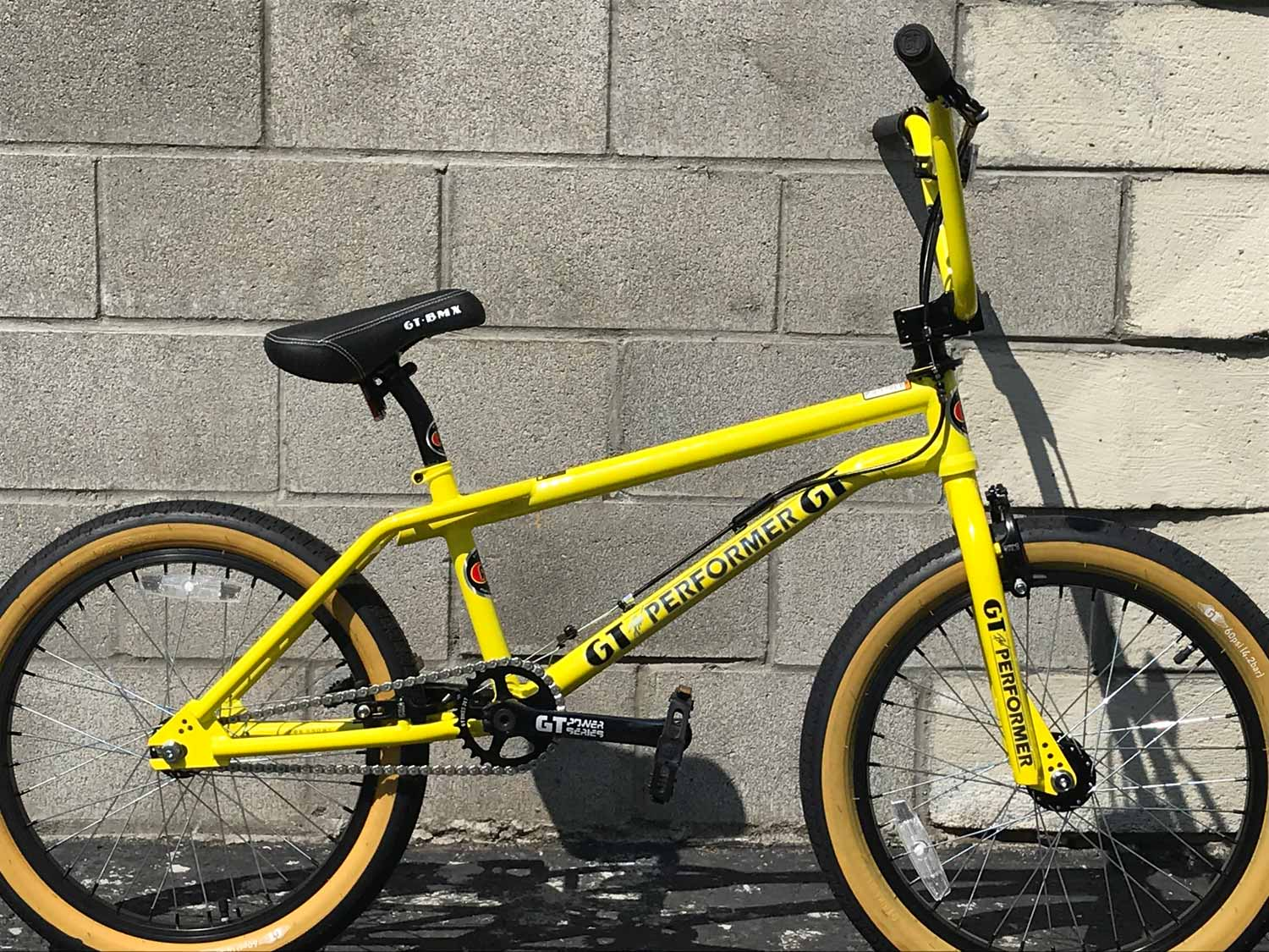 8d50b84884b The 2019 GT Pro Performer has a pure 1987 vibe with 2019 specs and  ride-ability. All chromoly tubing, threadless headset, mid-BB and current  geometry.