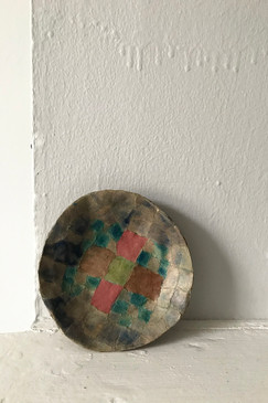 Little papier-mâché dish (look down)