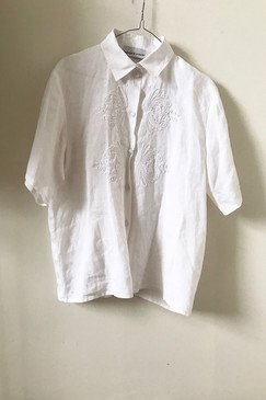 Carlie's Court Beautifully Embroidered Linen Shirt (M/L)