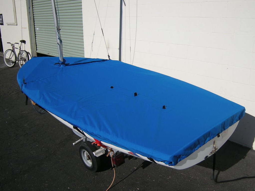 Apollo 16 Mast Up Flat Mooring Cover by SLO Sail and Canvas. Shown in Sunbrella Pacific Blue fabric type.
