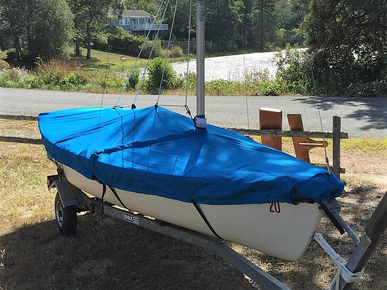 Boston Whaler Harpoon 4.6 Mast Up Flat cover available in Sunmaster Polyester | Top Gun | or Sunbrella Fabrics with optional hull straps and/or Reflective Tape.