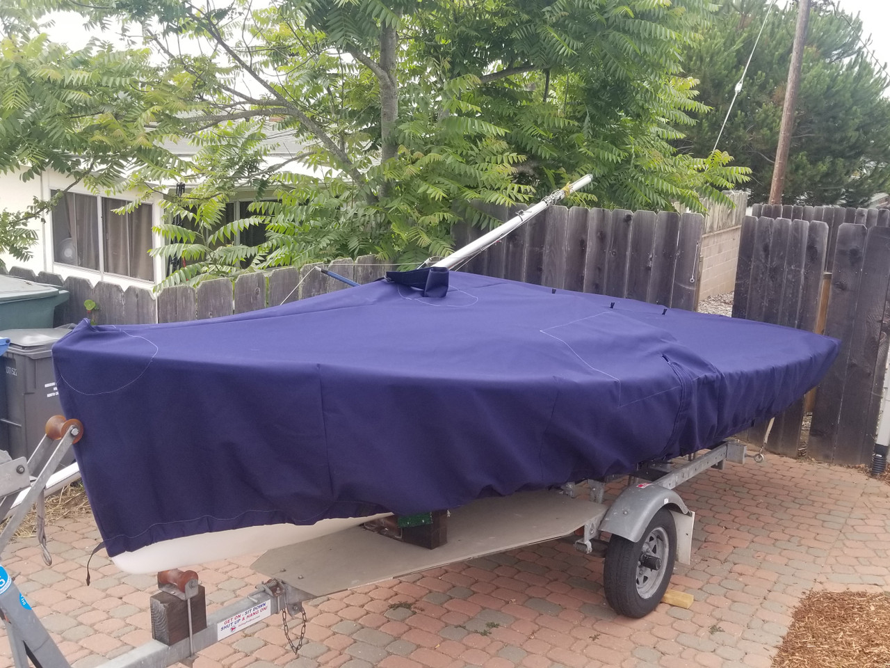 O'Day Daysailer Mast Up Flat - Skirted Mooring Cover by SLO Sail and Canvas