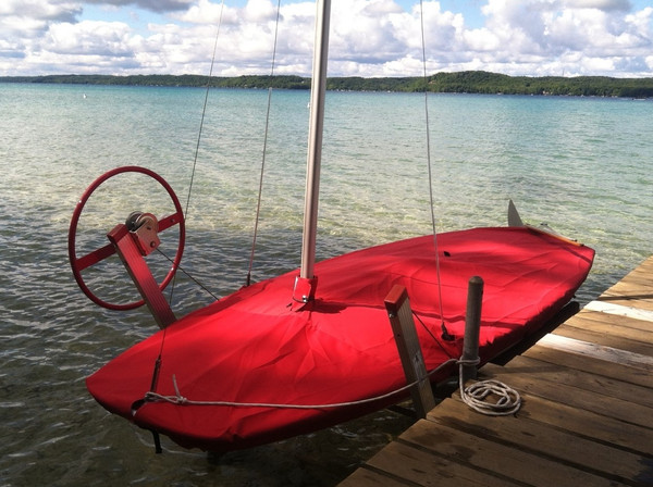 Butterfly Mast Up Flat Cover by SLO Sail and Canvas shown in Sunbrella Jockey Red