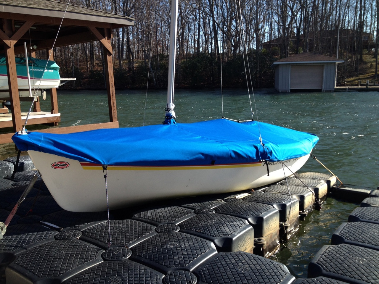 American 14.6 Mast Up Flat Cover by SLO Sail and Canvas. Shown in Sunbrella Pacific Blue.