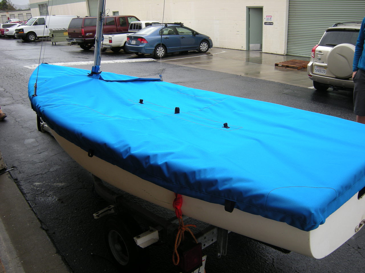 Flying Junior Mast Up Flat Mooring Cover by SLO Sail and Canvas