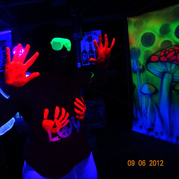 This fluro party was held in a suburban backyard and garage.