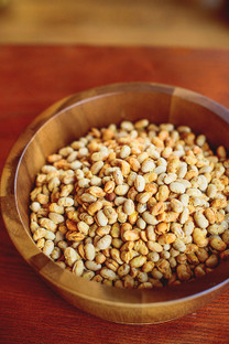 2.5 pounds of Tosteds dry roasted Laura® soybeans in a resealable pouch.