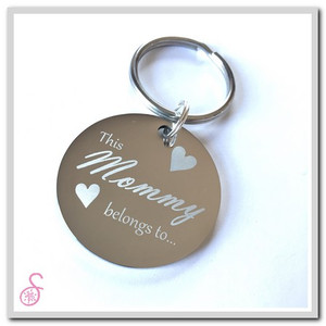 """The front of the stainless steel circular """"This Mommy belongs to..."""" keychain"""