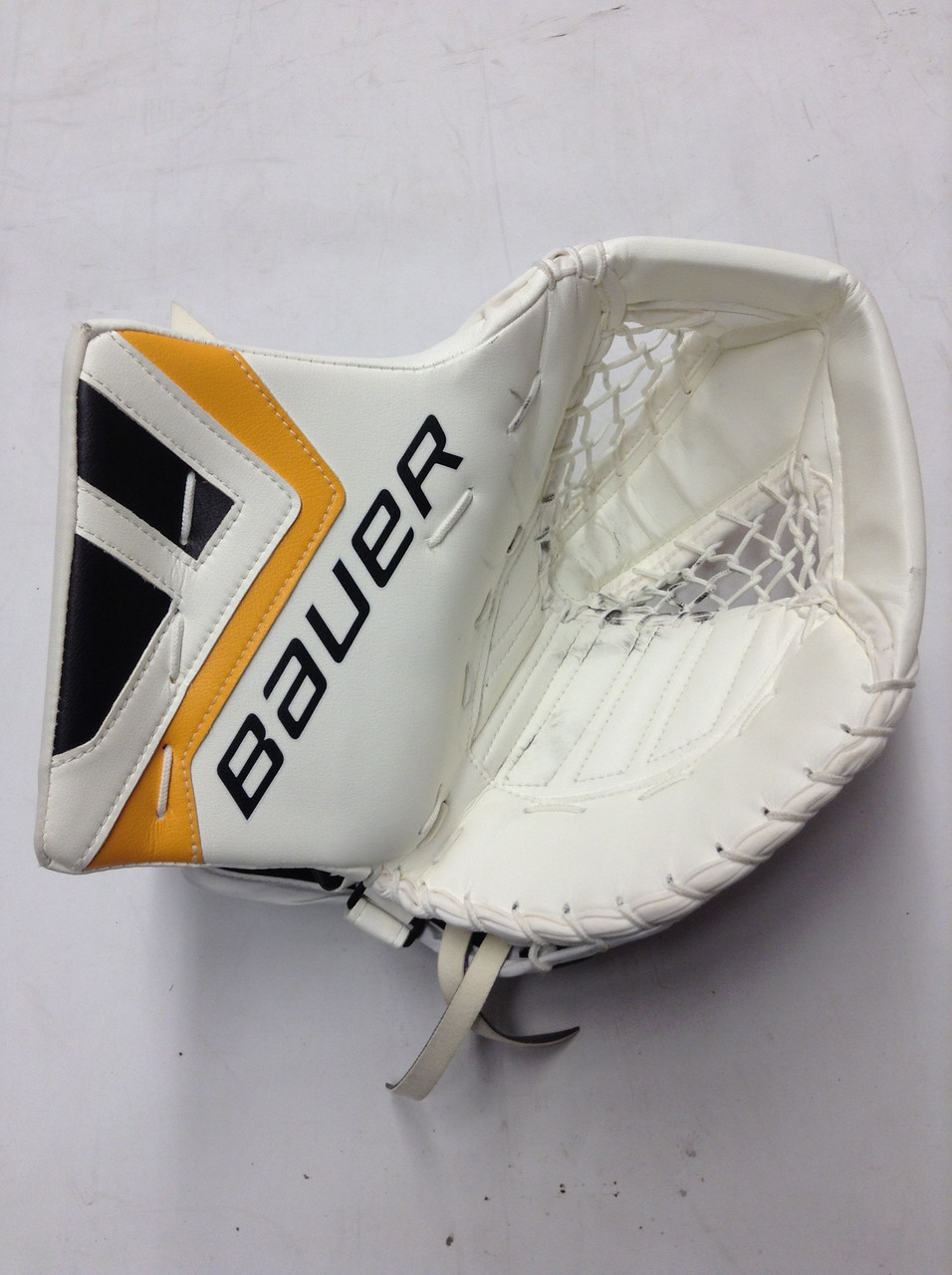 4c2d124f51a BAUER TOTALONE NXG Goalie Catcher SVEDBERG Pro Stock NHL Boston ...