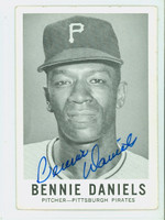 Bennie Daniels AUTOGRAPH 1960 Leaf #7 Pirates CARD IS VG; CRN WEAR