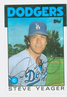 Steve Yeager AUTOGRAPH 1986 Topps #32 Dodgers 