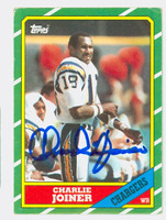 Charlie Joiner AUTOGRAPH 1986 Topps Football #236 Chargers HOF '96 CARD IS VG; CRN DINGS  [SKU:JoinC52069_T86FB]