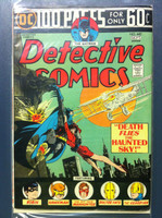 DETECTIVE COMICS ft: BATMAN & ROBIN #442 Giant (100 pg) - Death Flies the Haunted Sky Sep 74 Very Good to Fine Lt wear, creasing on cover; contents fine