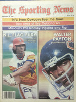 1980 The Sporting News September 27 Jose Cruz (Astros) and Walter Payton (Bears) Near-Mint