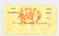 1971-72 New York Nets ABA Press Pass Nets 44-40 3rd Place Eastern Division Rick Barry Avg 31.5 ppg Lost to Pacers in Finals Good to Very Good Heavy wear on portion of front, sl stain on reverse