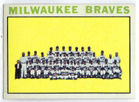 1964 Topps Baseball 132 Braves Team  [SKU:Y64_T64BB_132a_5exrs]  Excellent