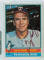 Gaylord Perry AUTOGRAPH 1976 Topps #55 Rangers 