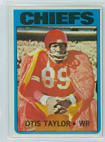 1972 Topps Football 10 Otis Taylor Kansas City Chiefs Excellent to Excellent Plus