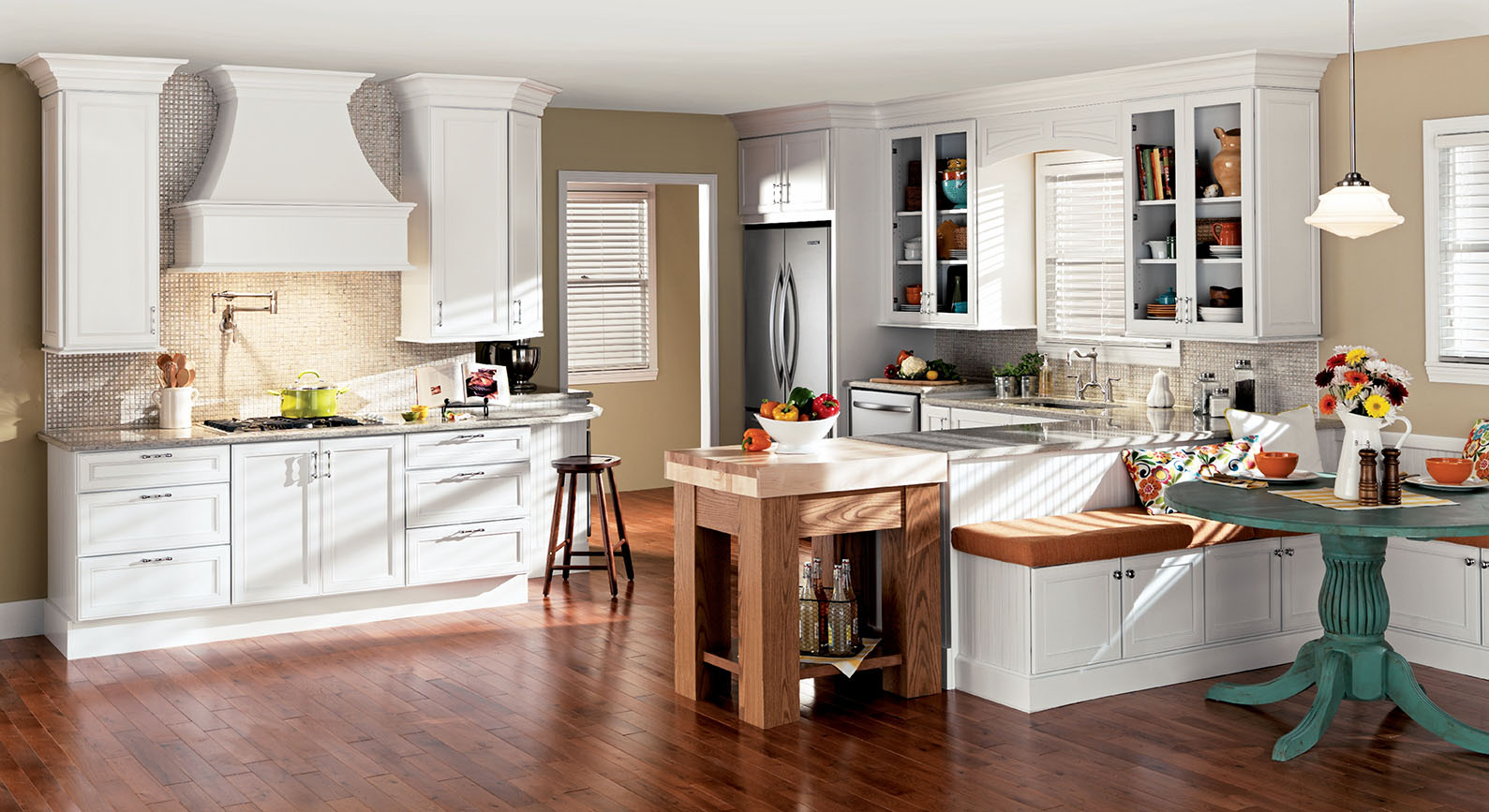 Attirant Kitchen Fads May Come And Go, But White Kitchens Trends Seem To Never Go  Away. A Timeless Look And Universal Appeal, That Is Great For Homes Of All  Ages, ...