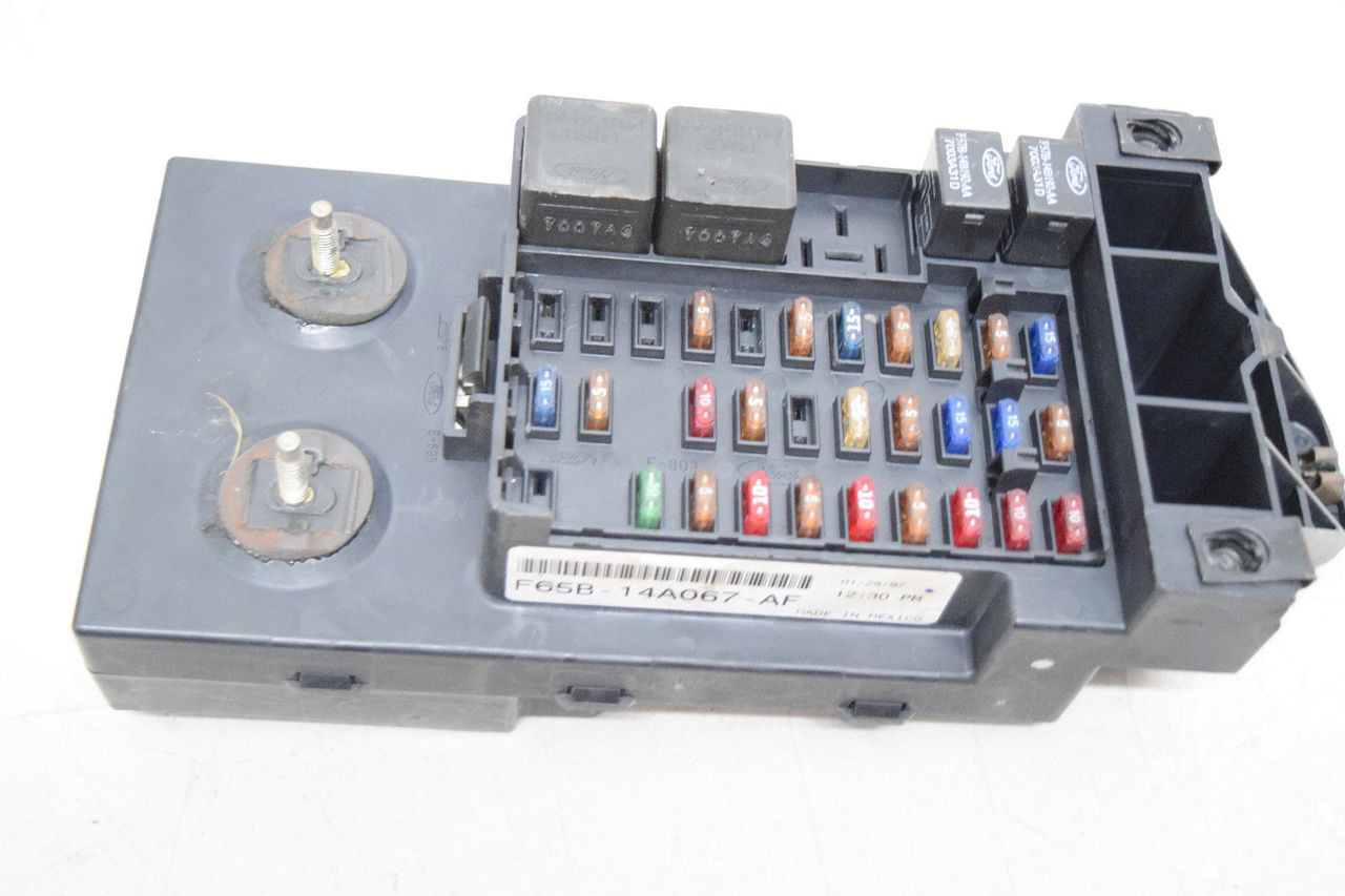 ford expedition navigator f150 under dash fuse box f65b14a067af  price:  $79 99  http://i ebayimg com/00/s/mta2nlgxnjaw/