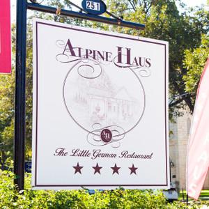 Alpine Haus // SA072