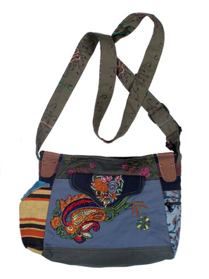 G1031 Gorgeous Applique Purse
