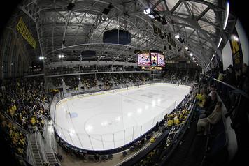 Michigan Ice Hockey vs Wisconsin - 7