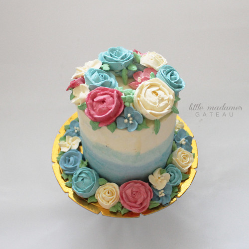 blue ombre flower buttercream cake