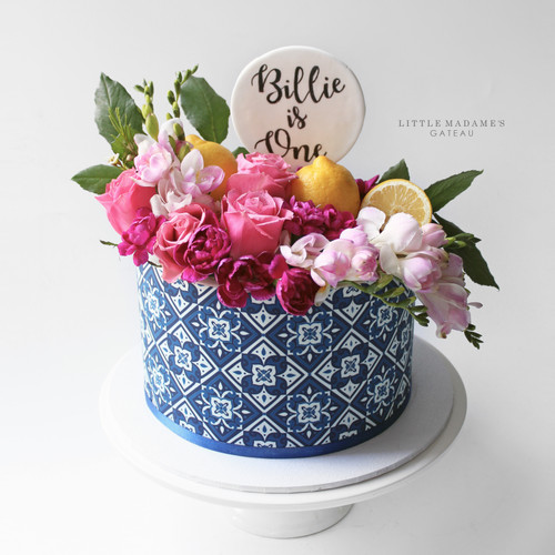amalfi pattern cake with flowers