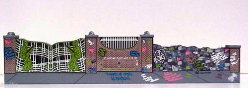 ELVIS PRESLEY'S GRACELAND FRONT GATE
